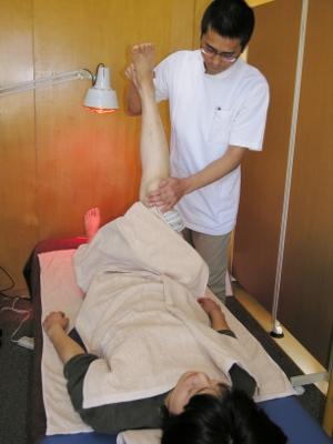 5-1 もう一度下肢を動かして、鍼をする前と比較します。90%以上で、動く範囲が広くなっています。下肢の経絡の状態が良くなったことを意味します。