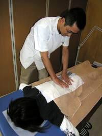 背中から腰にかけてマッサージ@津山整体・鍼灸・マッサージ